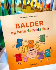 Balder og hele Farveladen er en sangbog med fortælling og bevægelse skrevet af Tine Mynster og gennemillustreret af Tegnestuen helleforhelle